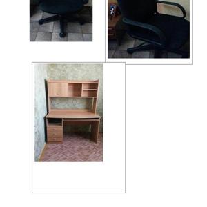 Компьютерный стол и кресло.